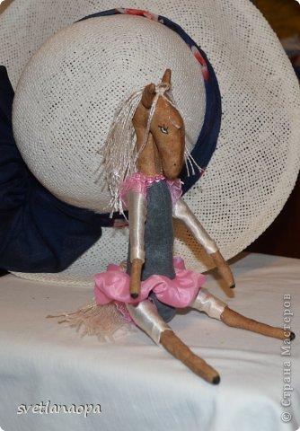 Шила по выкройке Юли relapinka: https://stranamasterov.ru/node/584723?c=favorite Уж очень мне понравились ее лошадки, я в них влюбилась. фото 2