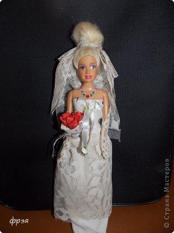 Приветик!!!!!Так давно хотелось сшить свадебное платье,но не могла!!!Обыскала весь интернет,но никак,то сложно,то выкройки(я в выкройках не понимаю и ищу,что полегче).Взяла белую ткань и тюль ненужную и давай творить!! фото 2