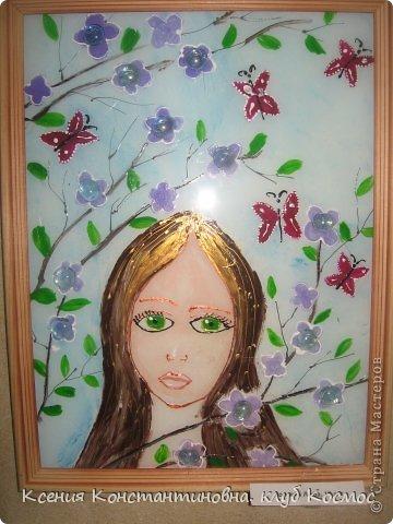 """На занятиях изостудии я часто использую коллективно- индивидуальную форма работы. Когда каждый ученик выполняет свою работу самостоятельно, но она является частью одной общей работы или объединена  единой темой. Как здесь 4 девочки выполняли серию """"Времена года"""" красками по стеклу и керамике на стекле в раме формата А3.  Воловик Люба 10 лет. Панно """"Весна"""" фото 1"""