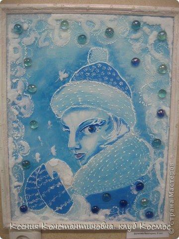 """На занятиях изостудии я часто использую коллективно- индивидуальную форма работы. Когда каждый ученик выполняет свою работу самостоятельно, но она является частью одной общей работы или объединена  единой темой. Как здесь 4 девочки выполняли серию """"Времена года"""" красками по стеклу и керамике на стекле в раме формата А3.  Воловик Люба 10 лет. Панно """"Весна"""" фото 4"""