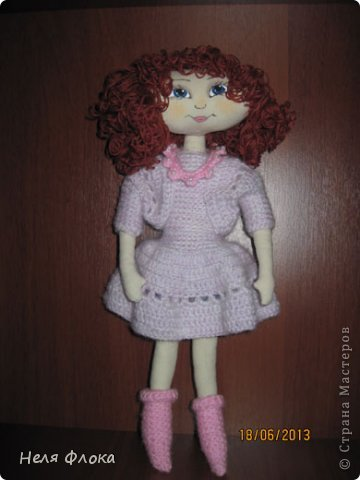 На улице - лето, а у меня получилась какая-то зимняя девочка, в теплом платье и носочках. фото 1