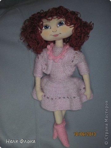 На улице - лето, а у меня получилась какая-то зимняя девочка, в теплом платье и носочках. фото 2