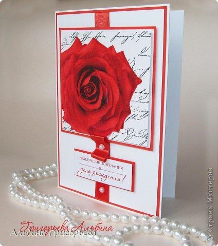 """Яркая алая открытка с пышной розой! Наилучшие пожелания в день рождения!  Открытка """"Алая роза""""! Декупаж, лента, бусины. фото 2"""
