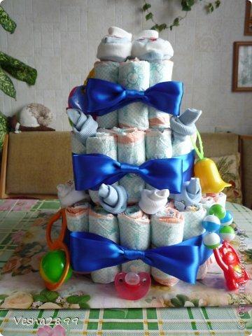 мой  первый торт из памперсов фото 1