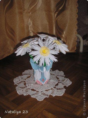 Вот такие ромашки и вазочка делались мной в детский садик сыночку на 8 марта по МК Страны Мастеров! Спасибо большое мастерицам за такие понятные мастер-классы, благодаря им я познакомилась и полюбила модульное оригами! фото 1