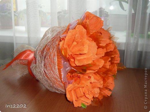"""Всем здравствуйте! Мое новое творение - """"ОРАНЖЕВОЕ НАСТРОЕНИЕ""""!!!  Букет из конфет в подарок учителю моей дочурки в последний день учебного года...  фото 3"""