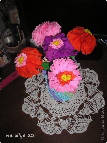 Вот такие замечательные цветочки сделались по МК Татьяны Просняковой https://stranamasterov.ru/node/2081?t=666. Вазочка делалась по МК<< Ссылка удалена п. 2.4 https://stranamasterov.ru/print/regulations >>  фото 2