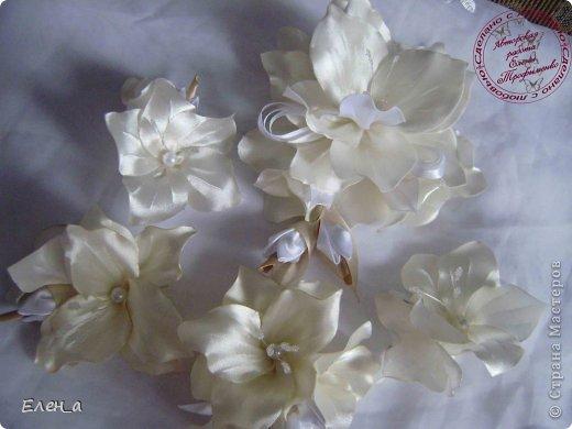 Доброго времени суток))) Это снова я, со своими новыми работами, или одной работой??? цветочков много 1 большой цветок (15х20), 2 средних цветочка размером 10 см, и два маленьких по 8 см. Такие цветочки сделала я в подарок для прекрасного человека и замечательного мастера Оксаночки Рябинкиной))) https://stranamasterov.ru/user/196206 И вот выкладываю на ваш суд, буду рада любым вашим комментариям, ведь пока они на моем столе можно что-то добавить или наоборот убрать, изменить, ведь так хочется, что бы моя хорошая, с гордостью носила мои украшения))))) фото 1