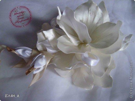 Доброго времени суток))) Это снова я, со своими новыми работами, или одной работой??? цветочков много 1 большой цветок (15х20), 2 средних цветочка размером 10 см, и два маленьких по 8 см. Такие цветочки сделала я в подарок для прекрасного человека и замечательного мастера Оксаночки Рябинкиной))) https://stranamasterov.ru/user/196206 И вот выкладываю на ваш суд, буду рада любым вашим комментариям, ведь пока они на моем столе можно что-то добавить или наоборот убрать, изменить, ведь так хочется, что бы моя хорошая, с гордостью носила мои украшения))))) фото 2