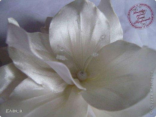 Доброго времени суток))) Это снова я, со своими новыми работами, или одной работой??? цветочков много 1 большой цветок (15х20), 2 средних цветочка размером 10 см, и два маленьких по 8 см. Такие цветочки сделала я в подарок для прекрасного человека и замечательного мастера Оксаночки Рябинкиной))) https://stranamasterov.ru/user/196206 И вот выкладываю на ваш суд, буду рада любым вашим комментариям, ведь пока они на моем столе можно что-то добавить или наоборот убрать, изменить, ведь так хочется, что бы моя хорошая, с гордостью носила мои украшения))))) фото 3
