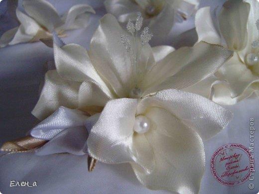 Доброго времени суток))) Это снова я, со своими новыми работами, или одной работой??? цветочков много 1 большой цветок (15х20), 2 средних цветочка размером 10 см, и два маленьких по 8 см. Такие цветочки сделала я в подарок для прекрасного человека и замечательного мастера Оксаночки Рябинкиной))) https://stranamasterov.ru/user/196206 И вот выкладываю на ваш суд, буду рада любым вашим комментариям, ведь пока они на моем столе можно что-то добавить или наоборот убрать, изменить, ведь так хочется, что бы моя хорошая, с гордостью носила мои украшения))))) фото 6