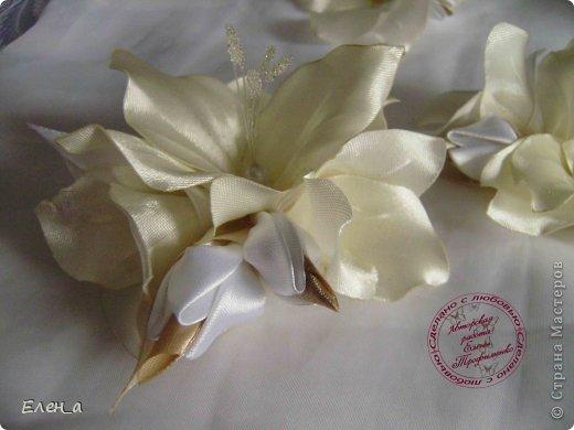 Доброго времени суток))) Это снова я, со своими новыми работами, или одной работой??? цветочков много 1 большой цветок (15х20), 2 средних цветочка размером 10 см, и два маленьких по 8 см. Такие цветочки сделала я в подарок для прекрасного человека и замечательного мастера Оксаночки Рябинкиной))) https://stranamasterov.ru/user/196206 И вот выкладываю на ваш суд, буду рада любым вашим комментариям, ведь пока они на моем столе можно что-то добавить или наоборот убрать, изменить, ведь так хочется, что бы моя хорошая, с гордостью носила мои украшения))))) фото 7