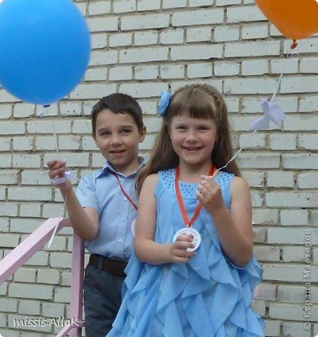 Моя старшая дочка стала совсем взрослой :) у нее прошел первый выпускной - из детского сада. Платье разумеется шила сама. фото 3