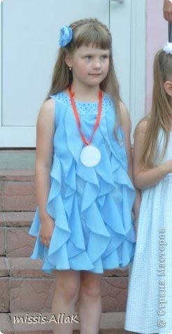 Моя старшая дочка стала совсем взрослой :) у нее прошел первый выпускной - из детского сада. Платье разумеется шила сама. фото 1