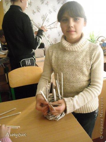 Итак. мы встретились!  К нам в гости приехали мастера своего дела -  художник Андрей Геннадиевич.  Ольга с мастер-классом по куклам-мотанкам  и Ира с плетеночками.  Это у нас в бытовой комнате. фото 9