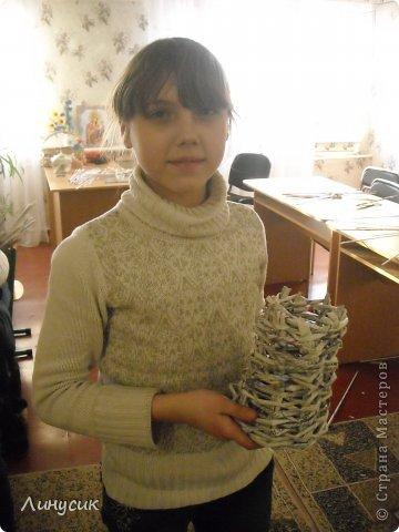 Итак. мы встретились!  К нам в гости приехали мастера своего дела -  художник Андрей Геннадиевич.  Ольга с мастер-классом по куклам-мотанкам  и Ира с плетеночками.  Это у нас в бытовой комнате. фото 10