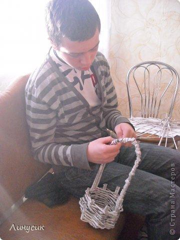 Итак. мы встретились!  К нам в гости приехали мастера своего дела -  художник Андрей Геннадиевич.  Ольга с мастер-классом по куклам-мотанкам  и Ира с плетеночками.  Это у нас в бытовой комнате. фото 22