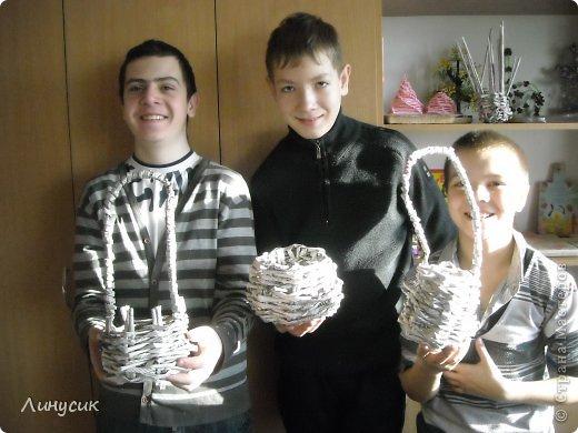 Итак. мы встретились!  К нам в гости приехали мастера своего дела -  художник Андрей Геннадиевич.  Ольга с мастер-классом по куклам-мотанкам  и Ира с плетеночками.  Это у нас в бытовой комнате. фото 24