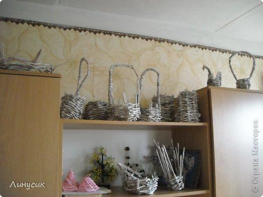 Итак. мы встретились!  К нам в гости приехали мастера своего дела -  художник Андрей Геннадиевич.  Ольга с мастер-классом по куклам-мотанкам  и Ира с плетеночками.  Это у нас в бытовой комнате. фото 25