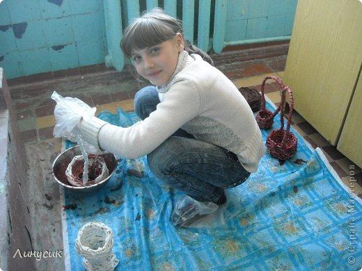 Итак. мы встретились!  К нам в гости приехали мастера своего дела -  художник Андрей Геннадиевич.  Ольга с мастер-классом по куклам-мотанкам  и Ира с плетеночками.  Это у нас в бытовой комнате. фото 38