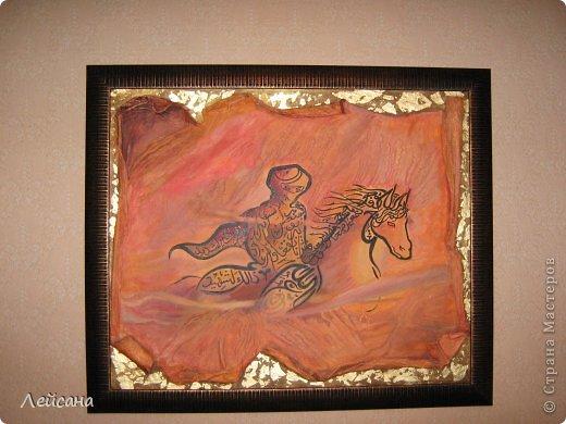 Каллиграфия дагестанского исламского художника Мурада Магомедова.  Его работы относятся к новому направлению в арабской каллиграфии - NUUN. Это экспериментальное направление арт-каллиграфии, сочитает слияние форм и содержания. На его полотнах изображены сюжет или форма, который скрывают в себе настолько глубокий смысл, что его даже можно разделить на уровни. Это – наследие традиционной арабской каллиграфии.  фото 2