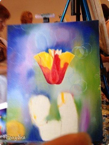 15 июня, я была опять на встрече с прекрасным:)! На мастер-классе по живописи от Ольги Базановой и рисовала эшшольцию. Хотя, когда я ее рисовала, я думала, что это мак... Галина К, меня поправила, я не сильно сопротивлялась, т.к. прочитала в википедии, что она, эта самая эшшольция, из семейства маковых:))) Итак картина маслом, холст 40Х50см. Фотография №1 и №3 сделаны Валентиной Суховой. фото 5
