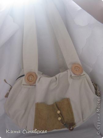 Сшила себе новенькую сумочку на лето.Сумочка сшита из тонкого джинса(роспорола старые брюки,которые стали на меня слишком большие) и кусочков замши. фото 4