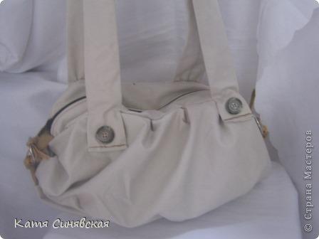 Сшила себе новенькую сумочку на лето.Сумочка сшита из тонкого джинса(роспорола старые брюки,которые стали на меня слишком большие) и кусочков замши. фото 6