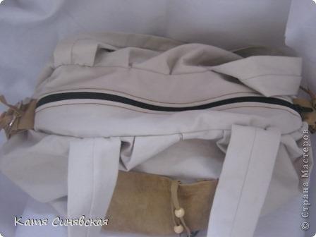 Сшила себе новенькую сумочку на лето.Сумочка сшита из тонкого джинса(роспорола старые брюки,которые стали на меня слишком большие) и кусочков замши. фото 7