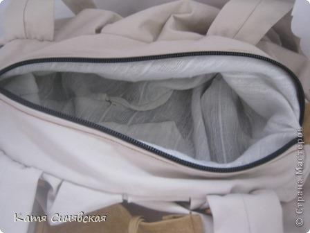 Сшила себе новенькую сумочку на лето.Сумочка сшита из тонкого джинса(роспорола старые брюки,которые стали на меня слишком большие) и кусочков замши. фото 8