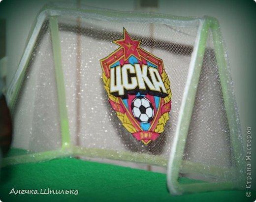 Для дяди на Д/Р (т.к. он любит футбол) решила сделать мяч из конфет и -вот такой матч ЦСКА (Россия)против  Реал-Мадрид (Испания) у меня получился. фото 3