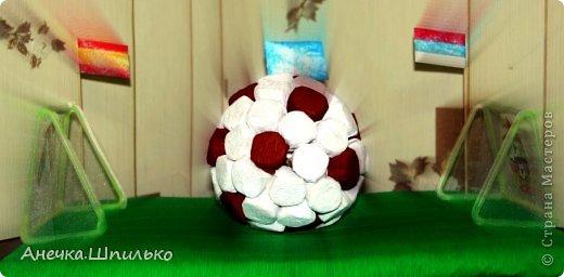 Для дяди на Д/Р (т.к. он любит футбол) решила сделать мяч из конфет и -вот такой матч ЦСКА (Россия)против  Реал-Мадрид (Испания) у меня получился. фото 4