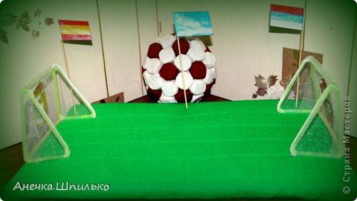 Для дяди на Д/Р (т.к. он любит футбол) решила сделать мяч из конфет и -вот такой матч ЦСКА (Россия)против  Реал-Мадрид (Испания) у меня получился. фото 6