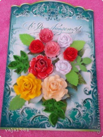 Здравствуйте  дорогие  жители   Любимой  Страны!!!Лето,  кругом  всё  цветёт,  цветут  и розы  в садах, парках, на  дачах,  но   и  не  только!!!  У  меня  они  зацвели  на  открытках!!!Предлагаю  вашему  вниманию  мои  творения!!!  Они  настолько  завладели  мной,  никак  не  могу  оторваться  от  их  изготовления!!!  Что  получилось   судить  вам, а  я  буду  рада  каждому  вашему  слову!  Вот  первые  две    с разными  сортами, т. е. по раным  МК!!!  фото 3