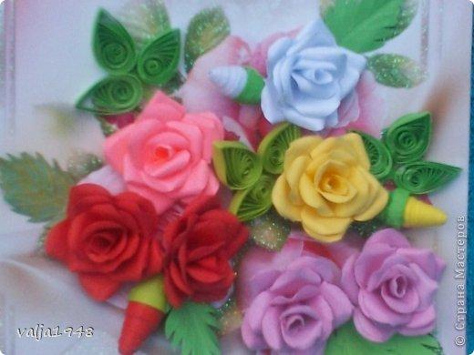 Здравствуйте  дорогие  жители   Любимой  Страны!!!Лето,  кругом  всё  цветёт,  цветут  и розы  в садах, парках, на  дачах,  но   и  не  только!!!  У  меня  они  зацвели  на  открытках!!!Предлагаю  вашему  вниманию  мои  творения!!!  Они  настолько  завладели  мной,  никак  не  могу  оторваться  от  их  изготовления!!!  Что  получилось   судить  вам, а  я  буду  рада  каждому  вашему  слову!  Вот  первые  две    с разными  сортами, т. е. по раным  МК!!!  фото 11