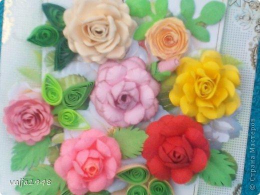 Здравствуйте  дорогие  жители   Любимой  Страны!!!Лето,  кругом  всё  цветёт,  цветут  и розы  в садах, парках, на  дачах,  но   и  не  только!!!  У  меня  они  зацвели  на  открытках!!!Предлагаю  вашему  вниманию  мои  творения!!!  Они  настолько  завладели  мной,  никак  не  могу  оторваться  от  их  изготовления!!!  Что  получилось   судить  вам, а  я  буду  рада  каждому  вашему  слову!  Вот  первые  две    с разными  сортами, т. е. по раным  МК!!!  фото 5