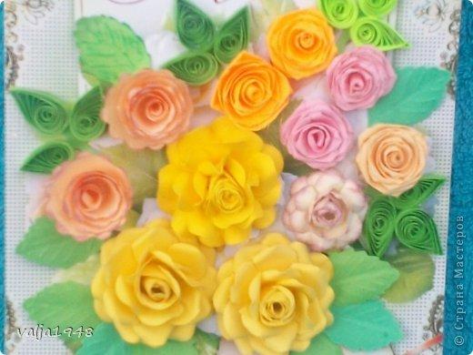 Здравствуйте  дорогие  жители   Любимой  Страны!!!Лето,  кругом  всё  цветёт,  цветут  и розы  в садах, парках, на  дачах,  но   и  не  только!!!  У  меня  они  зацвели  на  открытках!!!Предлагаю  вашему  вниманию  мои  творения!!!  Они  настолько  завладели  мной,  никак  не  могу  оторваться  от  их  изготовления!!!  Что  получилось   судить  вам, а  я  буду  рада  каждому  вашему  слову!  Вот  первые  две    с разными  сортами, т. е. по раным  МК!!!  фото 7