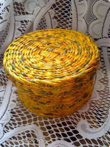 Две шкатулки, украшенные квиллинговыми розочками  с листочками. Плетение: прямой веревочкой крышка, а сами шкатулки ситцевым плетением двумя трубочками. фото 6