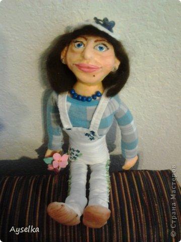 вот такая девушка в кепочке получилась =) сделана из пластики - Фимо софт, туловище набивное. фото 6