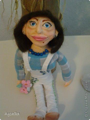 вот такая девушка в кепочке получилась =) сделана из пластики - Фимо софт, туловище набивное. фото 2