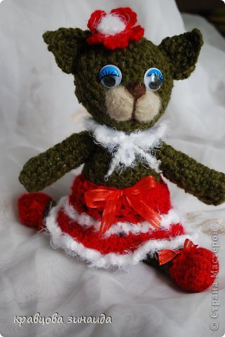 ДОБРЫЙ  ВЕЧЕР   СРАНА  МАСТЕРОВ , показываю  вам  киску,  любовь  к  вязанным  игрушкам  мне  привила  ОЛЬГА  АЛЕКСАНДРОВНА , спасибо  тебе  ОЛЕНЬКА , вот  и  вяжу  потихонечку,  получилась  вот такая  ушастая  ЛАПУШКА. фото 4