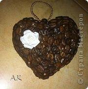 Это кофейное сердечко сделал за вечер мой Никитка для своей соседки по парте Полинке на День Святого Валентина. Это его первая кофейная поделка. Украшение прикрепила уже мама т.е. Я))))) фото 1