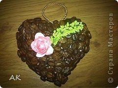 Это кофейное сердечко сделал за вечер мой Никитка для своей соседки по парте Полинке на День Святого Валентина. Это его первая кофейная поделка. Украшение прикрепила уже мама т.е. Я))))) фото 2