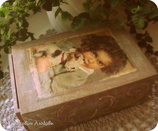Добрый вечер,страна!!!Вот эту шкатулку я сделала для моей мамы!!!Размер 19х12х8см.Девчушка-это открытка 60г.Я ее выбрала не зря...у мамы в детстве была такая собачка-игрушка!Приятного просмотра... фото 3