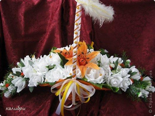 Большое спасибо Светику за МК по сборке букета! Благодаря ей появилась эта корзинка для одной замечательной пары. Невеста очень любит оранжевый цвет, поэтому появились лилии. Конфеты «Солнечный зайчик», «Марсианка», «Живинка», «Крем-брюле» - всего 41 конфета.  фото 1