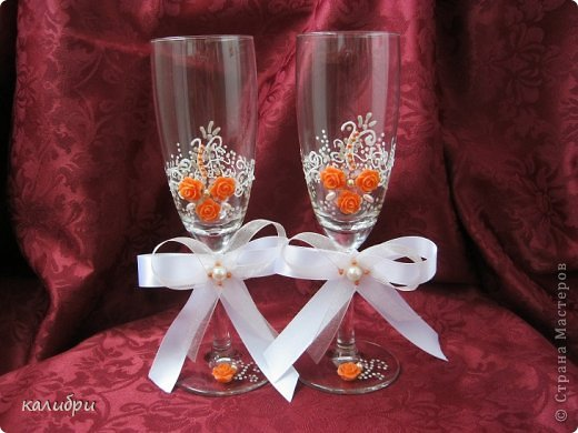 Большое спасибо Светику за МК по сборке букета! Благодаря ей появилась эта корзинка для одной замечательной пары. Невеста очень любит оранжевый цвет, поэтому появились лилии. Конфеты «Солнечный зайчик», «Марсианка», «Живинка», «Крем-брюле» - всего 41 конфета.  фото 4
