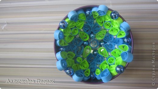 Вот такой шарик можно сделать себе на елочку или в подарок друзьям и близким. фото 6