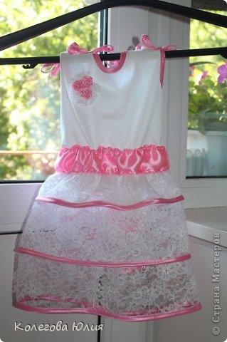 Давно я вынашивала идею шить платья для девочек, во первых мне нравится все кропотливое и мелкое, во вторых нужно минимум ткани, в третьих если что испорчу, то не жалко))))) И выдался удобный случай! Моей малышке крестнице, исполнилось 2 месяца!!!!!!!! фото 5