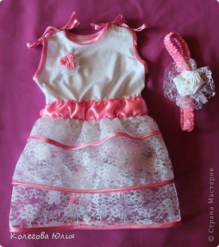 Давно я вынашивала идею шить платья для девочек, во первых мне нравится все кропотливое и мелкое, во вторых нужно минимум ткани, в третьих если что испорчу, то не жалко))))) И выдался удобный случай! Моей малышке крестнице, исполнилось 2 месяца!!!!!!!! фото 2