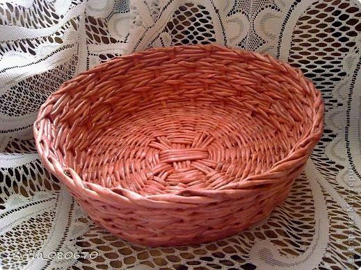 Две шкатулки, украшенные квиллинговыми розочками  с листочками. Плетение: прямой веревочкой крышка, а сами шкатулки ситцевым плетением двумя трубочками. фото 8